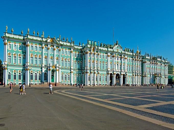 image Russie saint petersbourg musee ermitage passant