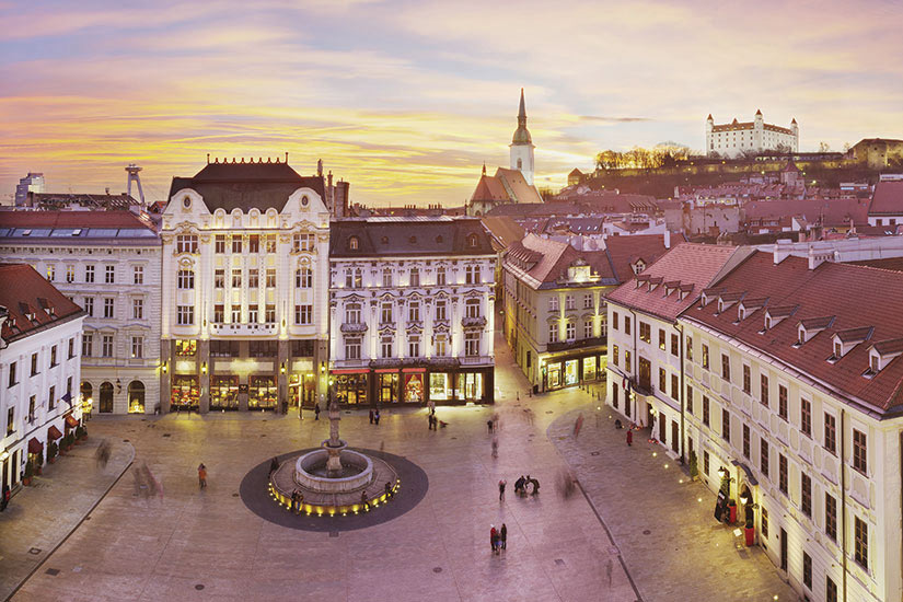 image Slovaquie Bratislava place principal  it