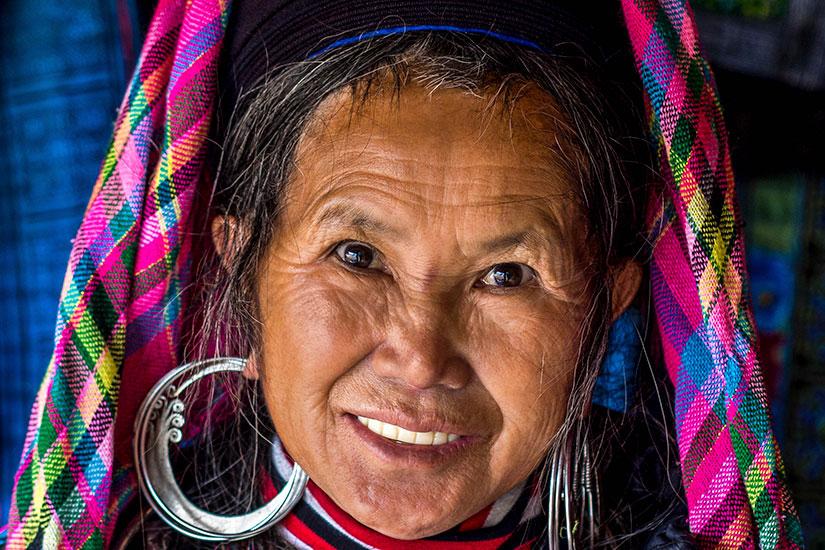 image Vietnam SaPa femme tenue traditionnelle  it