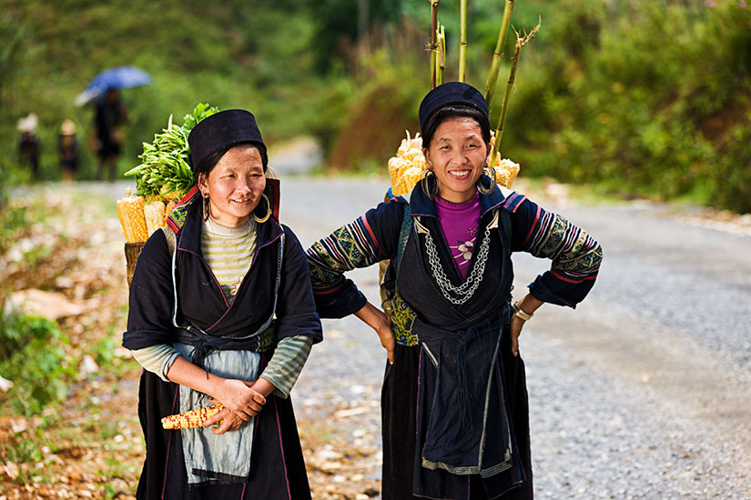 image Vietnam Sapa Femmes porter corn  it