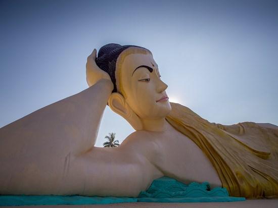 image birmanie bago bouddha couchee