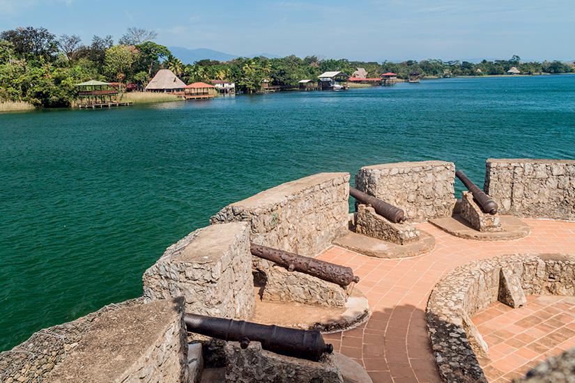 image guatemala rio dulce castillo san felipe 01 as_165264398