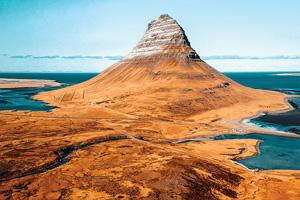 1 vue aerienne de la montagne de kirkjufell en islande 42 it 870631474