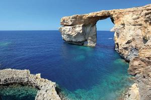 maltes dwejra azzure window celebre arche de pierre sur lille de gozo  fo