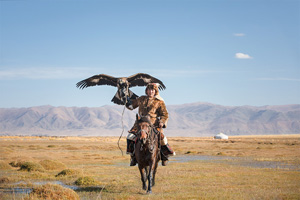 mongolie olgii chasseur d aigle kazakh a cheval 80 as_301883979