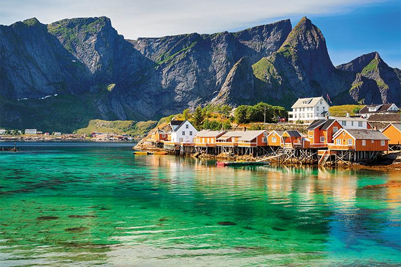 (image) image Cabanes de Rorbuer pres de Reine Iles Lofoten Norvege 25 it 485954326