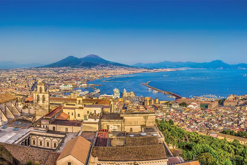 (image) image Cite de Naples avec le Vesuve au coucher du soleil Campanie Italie 73 it_469076624