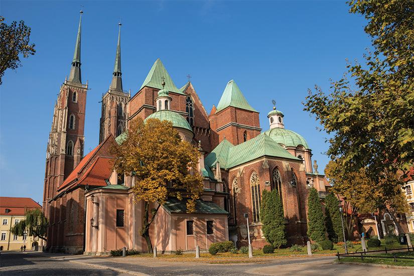 (image) image Rue avec un monument historique de la cathedrale de Saint Jean Baptiste sur la cathedrale a l ile de Wroclaw Pologne 68 as_177142547