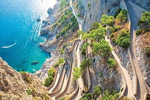 italie capri cliff avec un chemin menant a la mer  it