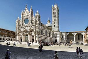 italie milan sienne piazza duomo  fo