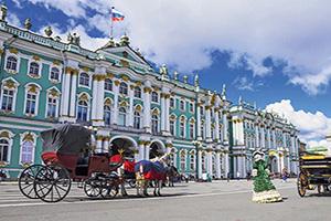 russie saint petersbourg hermitage sur le place du palais  fo