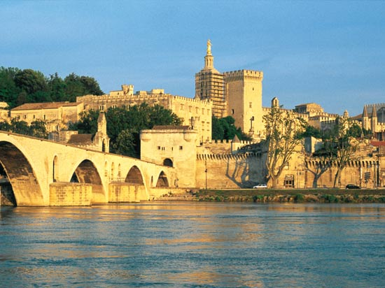 voyage france palais papes avignon pont