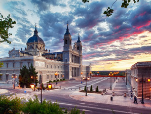NT Espagne Madrid cathedral Fotolia  Subscription XL