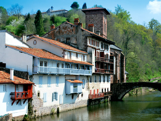 Voyage en autocar en france nouvel an au pays basque 6 jours sala n holidays - Hotels in saint jean pied de port france ...