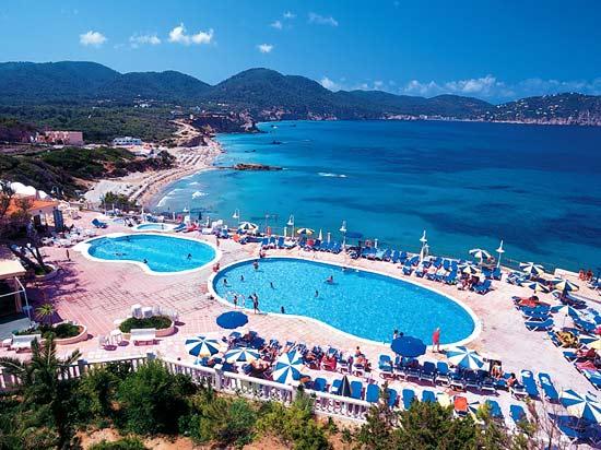 S jour ibiza en espagne h tel invisa figueral resort for Piscine ibiza perpignan