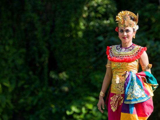 (Image) indonesie bali danseuse