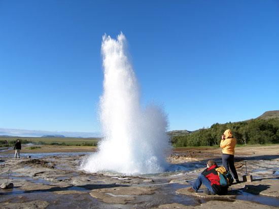 islande strokkur geyser  fotolia