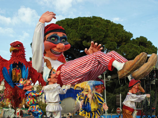 le carnaval de nice et la fete des citrons a menton