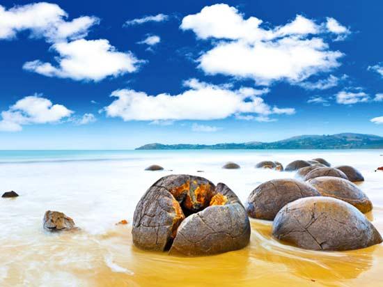 nouvelle zelande moeraki boulders  fotolia