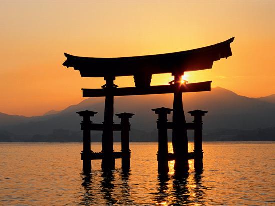 japon miyajima temple itsukushima