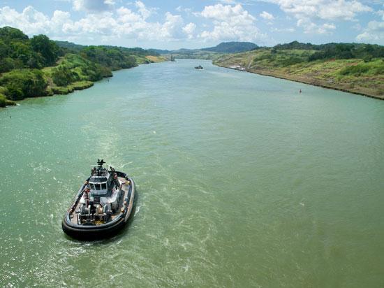 panama canal de panama bateau  istock
