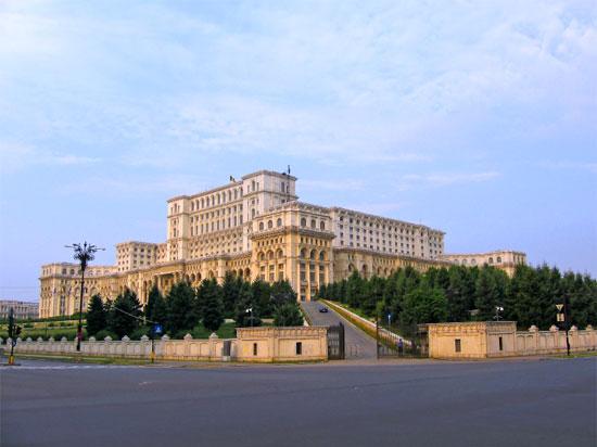 (Image) roumanie bucarest palais du parlement  istock