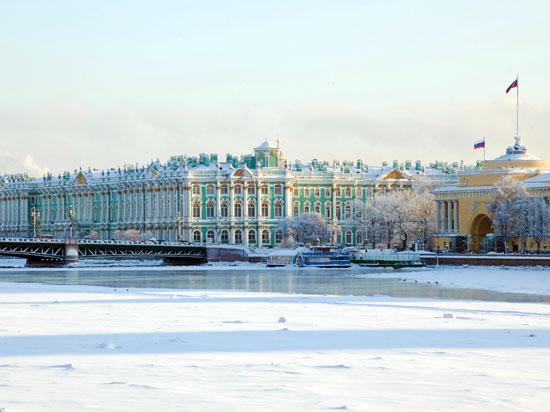 russie st petersbourg nieva palais hiver hiver  fotolia