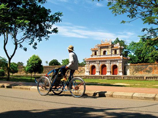 vietnam hue cyclo  fotolia
